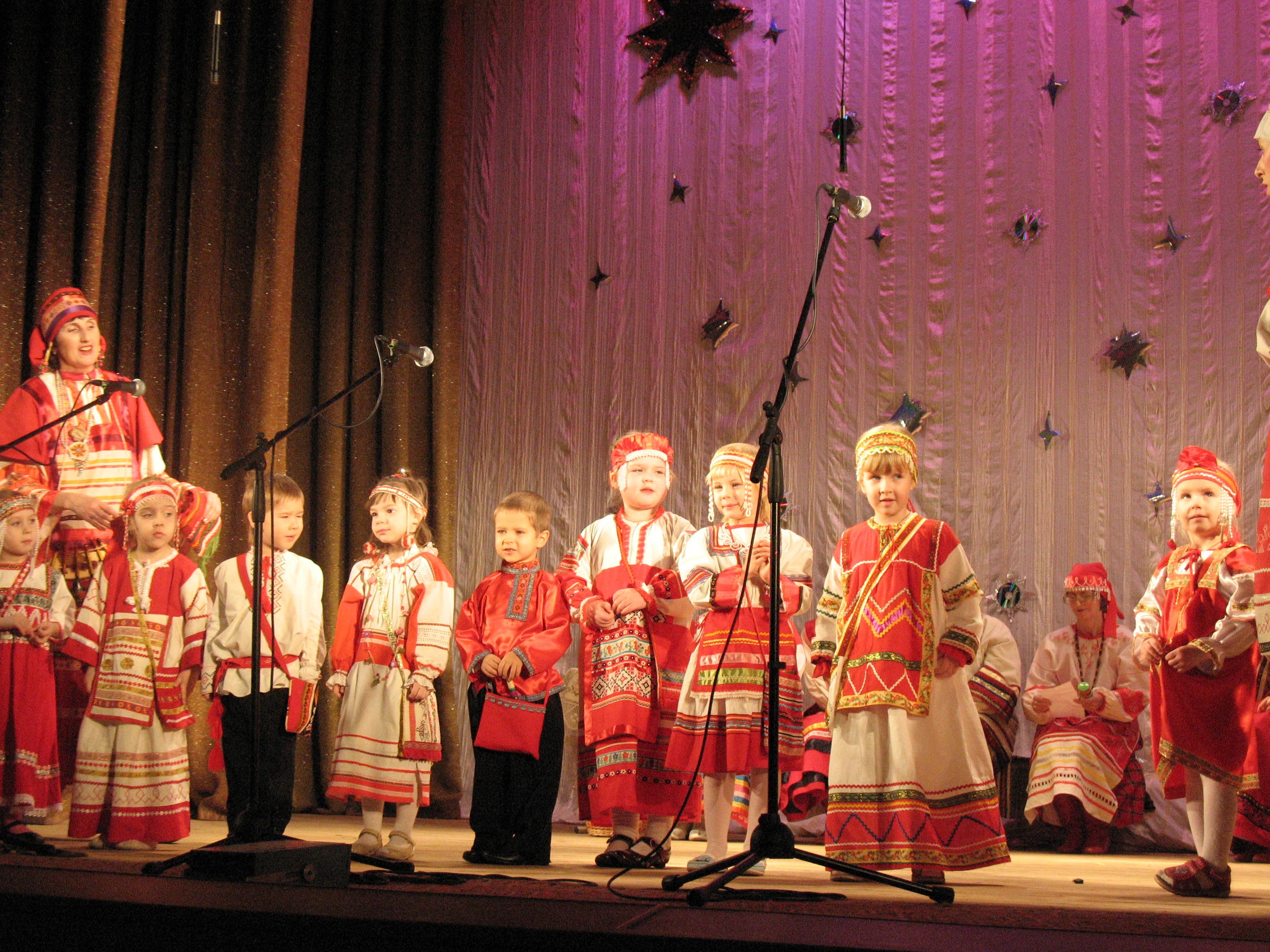 Выступление младшей группы